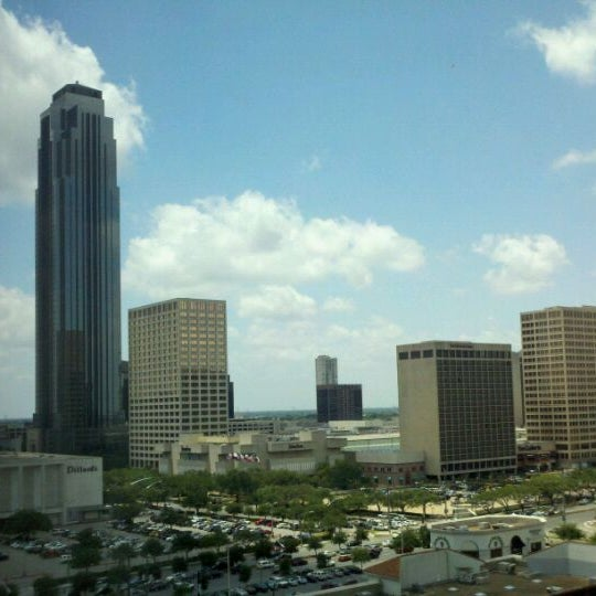 Photo taken at Sheraton Suites Houston Near The Galleria by Mark L. on 5/30/2011