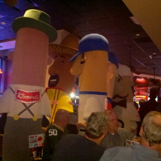 Photo taken at TGI Fridays Front Row Sports Grill by Matthew D. on 11/15/2011