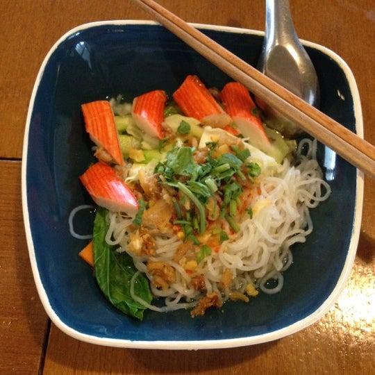 Photo taken at Jieng Hai II by Pattarawan P. on 7/18/2012