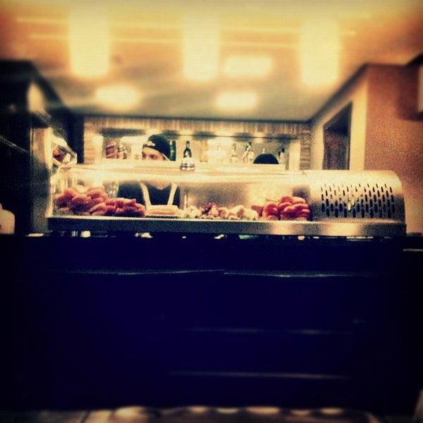 Foto tirada no(a) Brava Sushi por Luciano C. em 4/20/2012