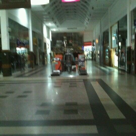 Foto tirada no(a) Shopping Neumarkt por William A. em 6/15/2012