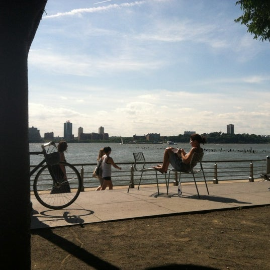 Das Foto wurde bei Hudson River Park von Jonathan V. am 6/16/2012 aufgenommen