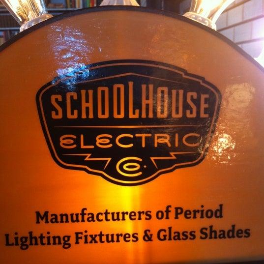 1/8/2012 tarihinde Chava B.ziyaretçi tarafından Schoolhouse Electric & Supply Co.'de çekilen fotoğraf