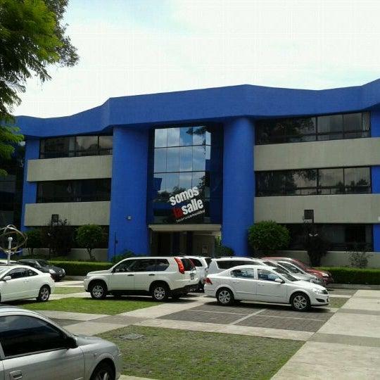 Foto tomada en Universidad La Salle por Raul V. el 7/20/2011