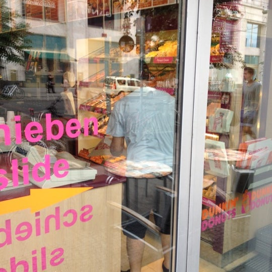 dunkin 39 donuts loja de rosquinhas em alexanderplatz. Black Bedroom Furniture Sets. Home Design Ideas