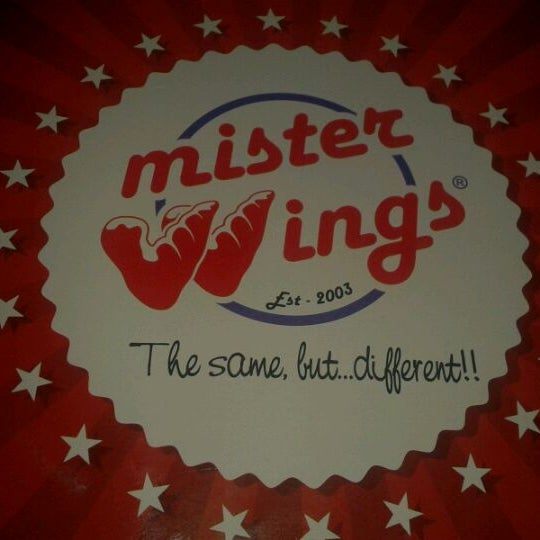 Photo taken at Mister Wings by Luis Fernando B. on 1/7/2012