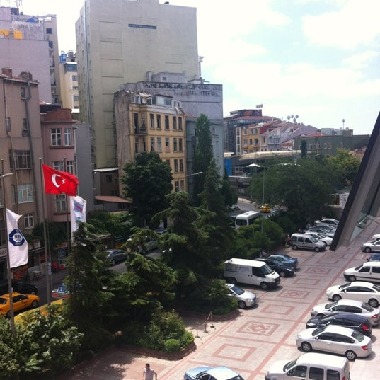 Foto scattata a Boğaziçi Elektrik Genel Müdürlüğü (Bedaş) da Bekir K. il 7/21/2012
