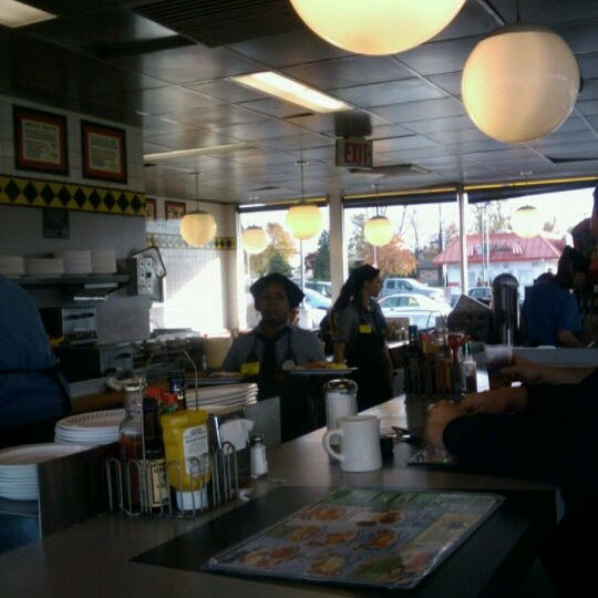 Photo taken at Waffle House by Ken E. on 11/4/2011