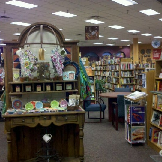 Photo taken at Changing Hands Bookstore by Lee Marie O. on 8/16/2011