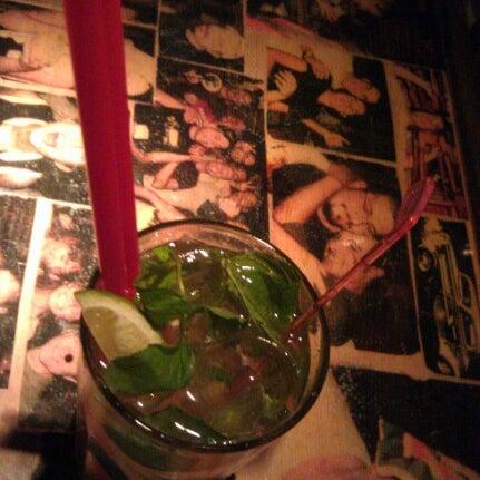 รูปภาพถ่ายที่ Körfez Bar โดย Hakan T. เมื่อ 7/21/2012