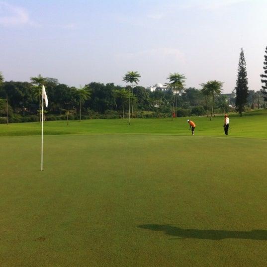 6/22/2012 tarihinde Dannis S.ziyaretçi tarafından Pondok Indah Golf & Country Club'de çekilen fotoğraf