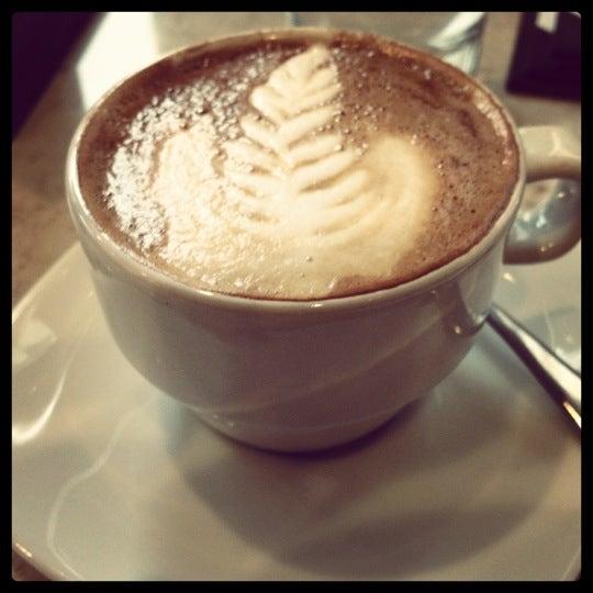Photo taken at Crave Dessert Bar & Lounge by Luis C. on 4/14/2012