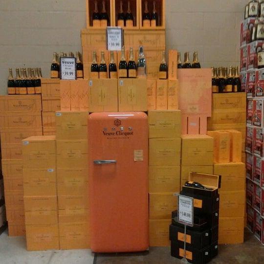 รูปภาพถ่ายที่ Binny's Beverage Depot โดย Erik O. เมื่อ 9/9/2012