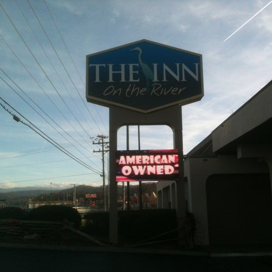 the inn on the river hotel in pigeon forge. Black Bedroom Furniture Sets. Home Design Ideas