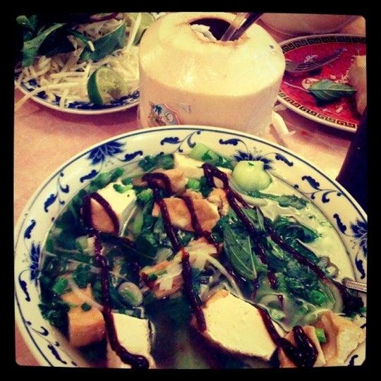Photo taken at Pho 777 Vietnamese Restaurant by Diana K B. on 12/24/2010