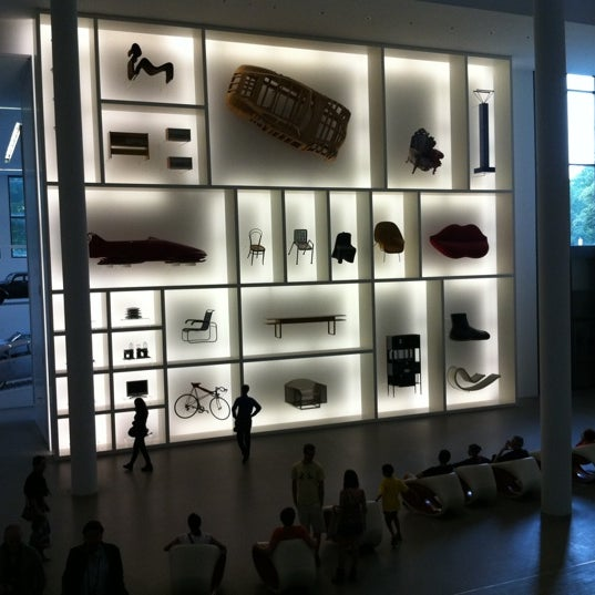 Photo taken at Pinakothek der Moderne by Ozge U. on 7/29/2012