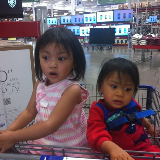Photo taken at Sam's Club by Ivy Rose M. on 3/16/2012