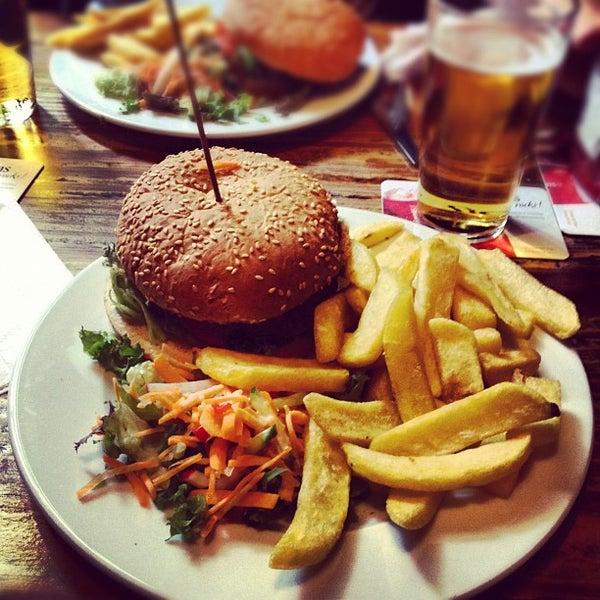 Снимок сделан в Cafe de Schutter пользователем Riemer P. 6/23/2012