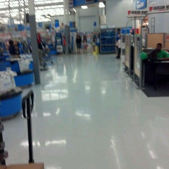 Photo taken at Walmart Supercenter by Lekenneth L. on 3/17/2012