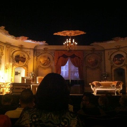 รูปภาพถ่ายที่ Belasco Theatre โดย Foodimentary เมื่อ 5/12/2012
