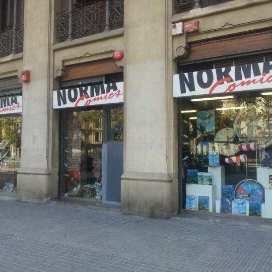 Foto tomada en Norma Cómics por David A. el 9/7/2012