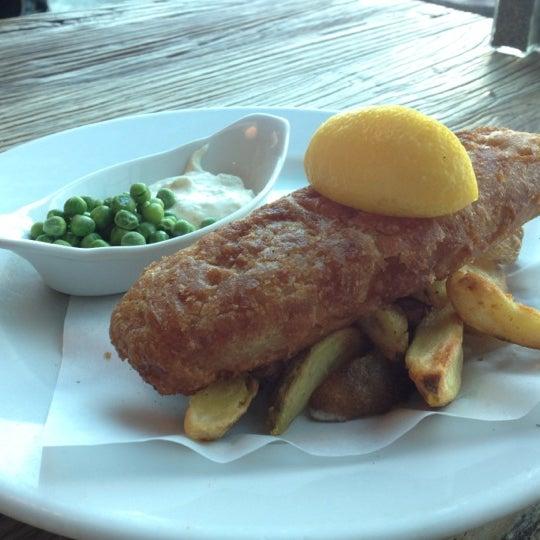 Photo taken at The Tin Goose (Pub & Kitchen) by Felipe S. on 8/10/2012