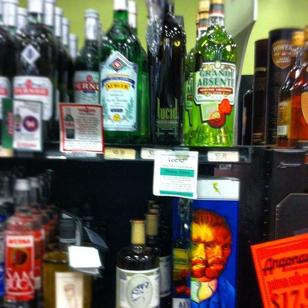 Foto tirada no(a) Argonaut Wine & Liquor por Dj Mere 1. em 3/18/2012