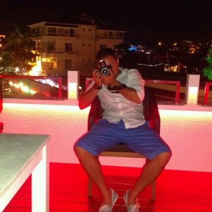 Foto diambil di Beluga Bar Karma Sky Lounge oleh KaaN K. pada 6/25/2012