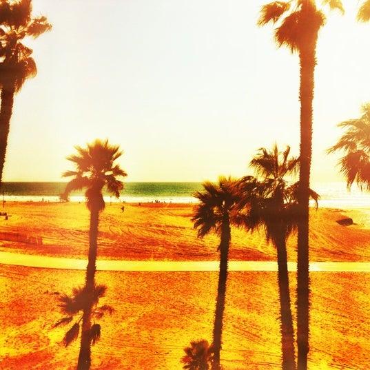 รูปภาพถ่ายที่ Casa Del Mar Hotel โดย Haavard H. เมื่อ 3/26/2012