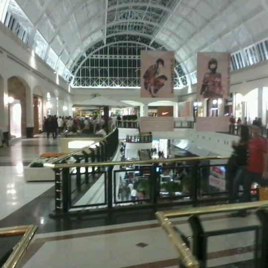 Photo taken at Shopping Iguatemi by Gustavo C. on 8/25/2012