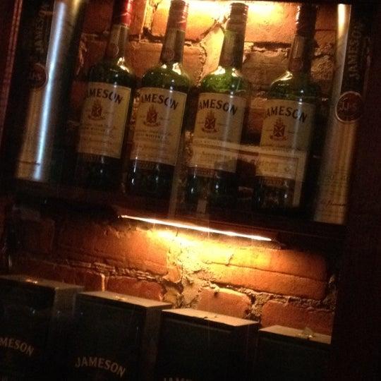 Foto tomada en Hurley's Irish Pub por Matthew H. el 3/18/2012