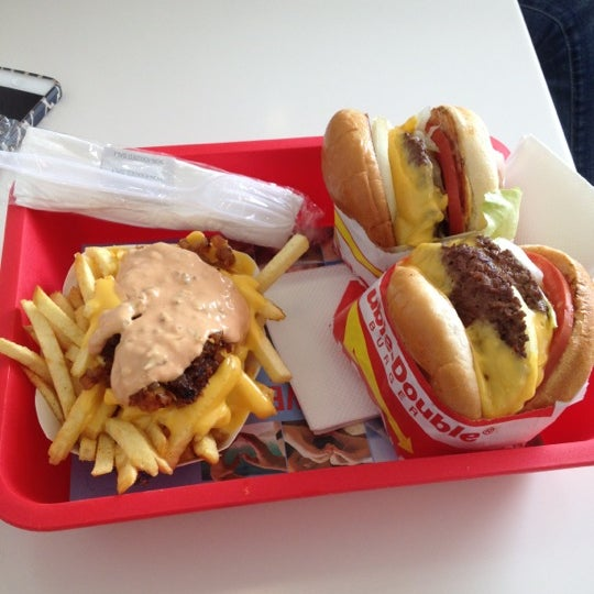 Foto tomada en In-N-Out Burger  por Doug H. el 4/17/2012