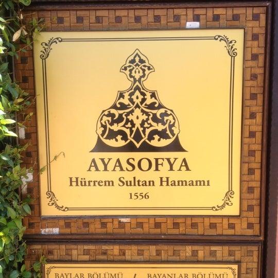 Das Foto wurde bei Ayasofya Hürrem Sultan Hamamı von Abdulaziz A. am 8/24/2012 aufgenommen
