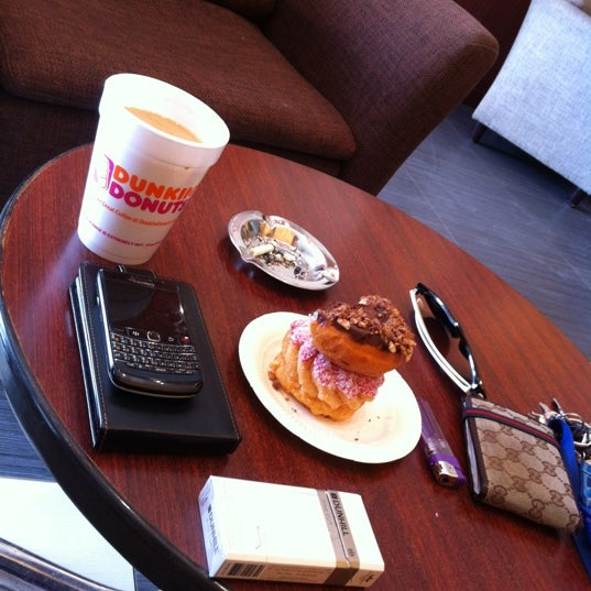 Photo taken at Dunkin Donuts by iwwa lobusta M. on 4/6/2012