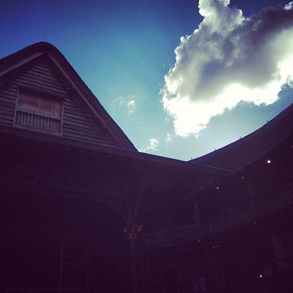 Photo taken at Shakespeare's Globe Theatre by Matteo D. on 6/24/2012