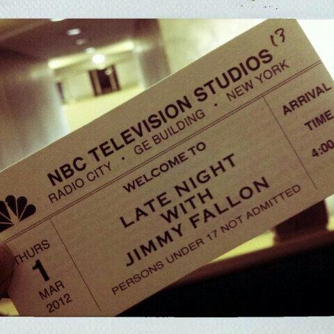 Foto tirada no(a) Late Night with Jimmy Fallon por Stephanie m. em 3/1/2012
