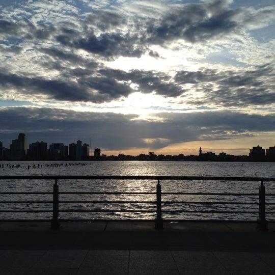 Das Foto wurde bei Hudson River Park von Deejay M. am 4/17/2012 aufgenommen