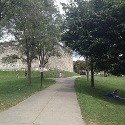 8/5/2012 tarihinde Kelle T.ziyaretçi tarafından Castle Island'de çekilen fotoğraf