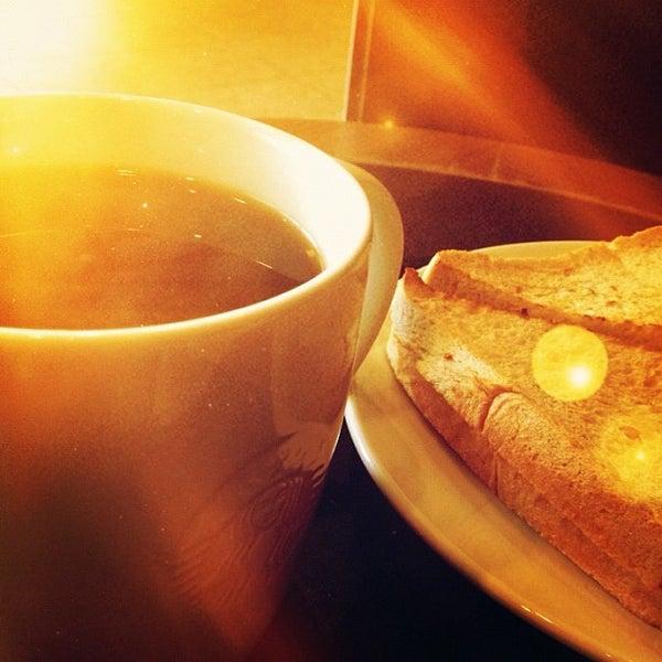 Photo taken at Starbucks by Noppharuj P. on 6/22/2012