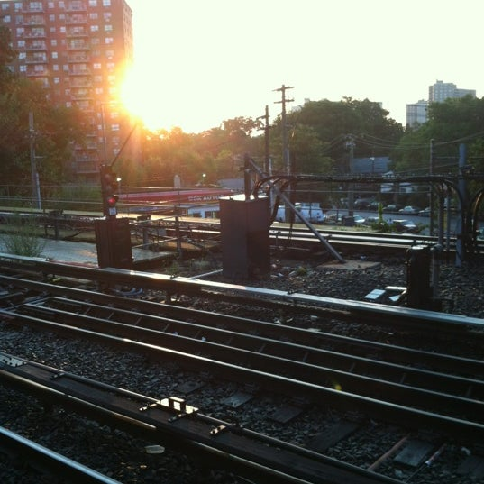 Photo taken at MTA Subway - Baychester Ave (5) by Alcibiades D. on 8/16/2012