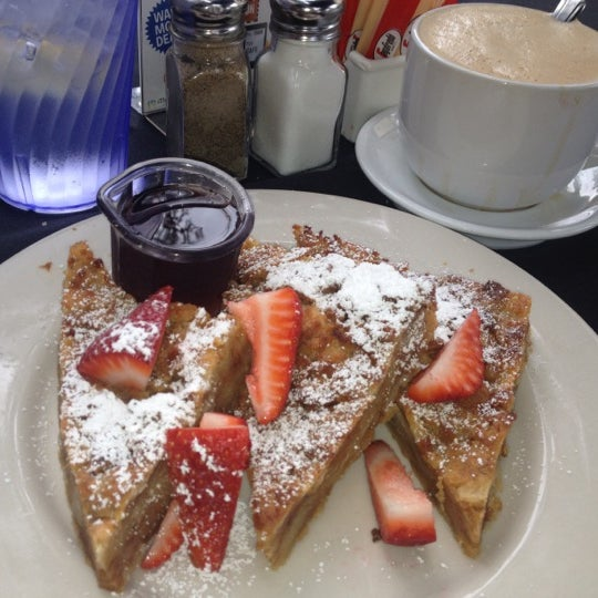 Photo taken at Main Street Bistro and Bakery by Ar on 6/13/2012