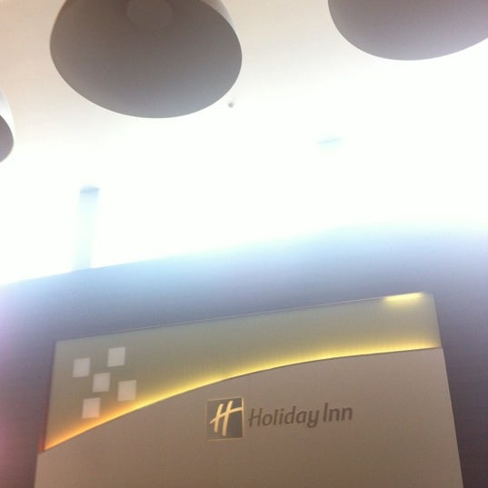 Photo taken at Holiday Inn by Donghyun Y. on 8/24/2012