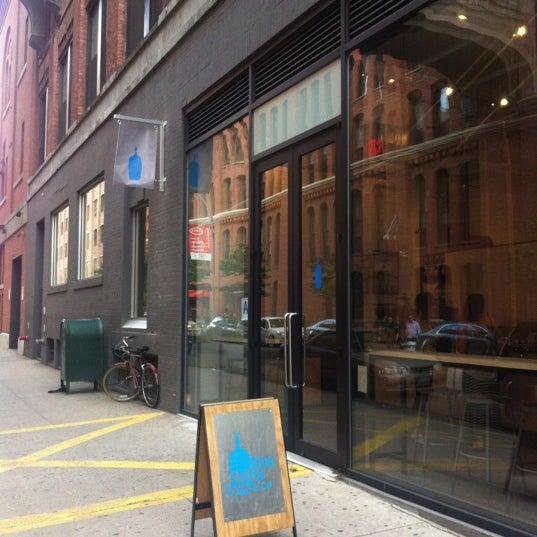 Снимок сделан в Blue Bottle Coffee пользователем eepmon 6/2/2012