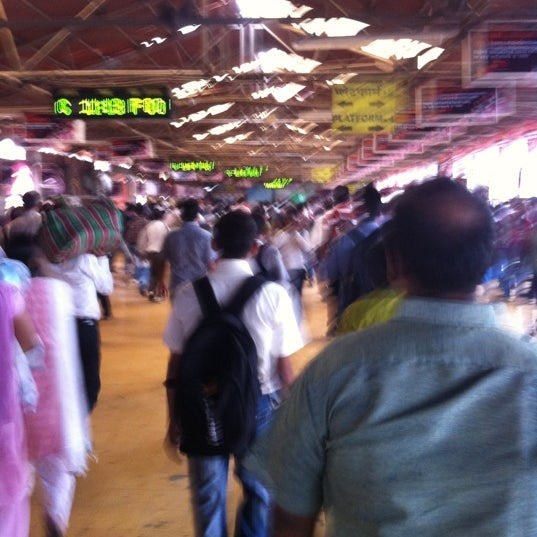 Photo taken at Dadar Railway Station by Pratül on 9/1/2012