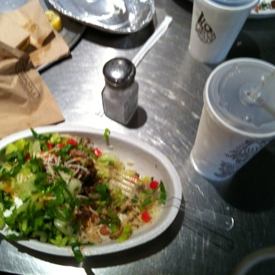 Photo taken at Chipotle Mexican Grill by jimmy m. on 8/3/2012