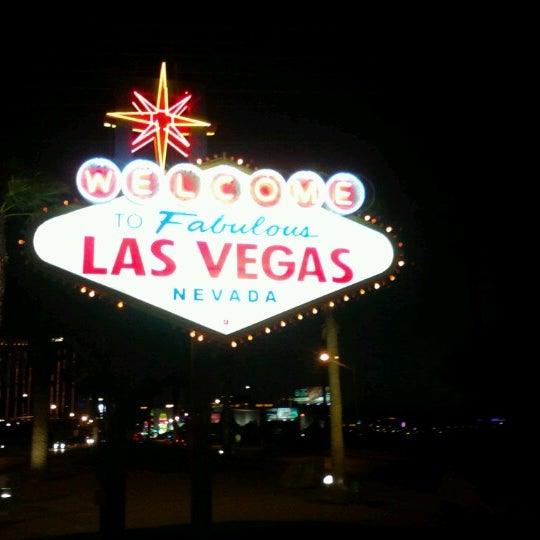 Photo taken at Welcome To Fabulous Las Vegas Sign by げきやすさん on 6/22/2012