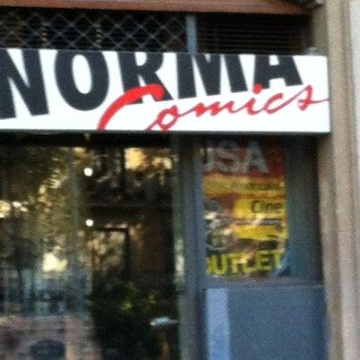 Foto tomada en Norma Cómics por Joan C. el 8/7/2012