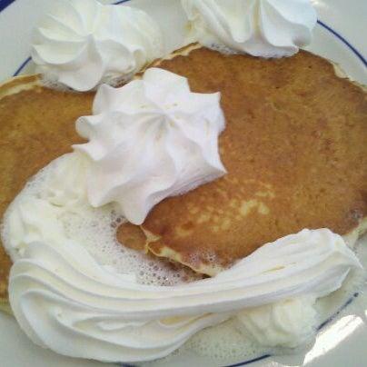 Photo taken at Bob Evans Restaurant by Meredith V. on 5/25/2012