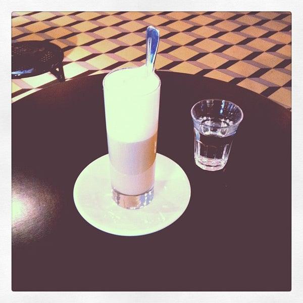Das Foto wurde bei Adriano's Bar & Café von Tania Sade am 8/31/2012 aufgenommen