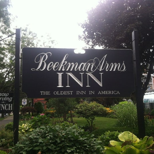 Photo taken at Beekman Arms-Delamater Inn by Summ B. on 7/27/2012